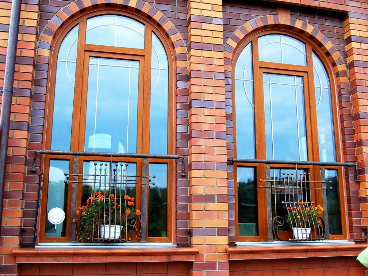 Арочные окна, окна - арки для загородного дома