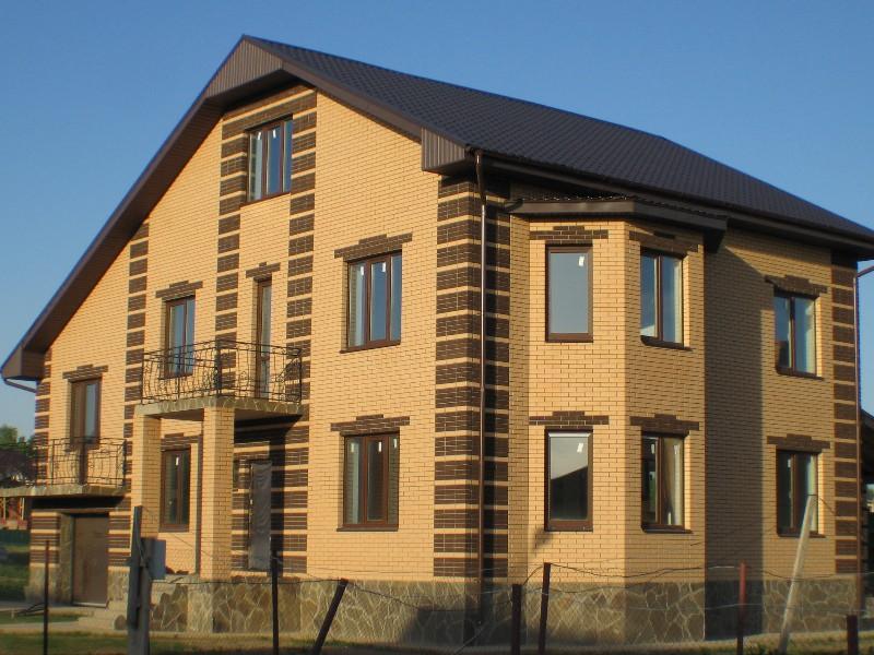 Цветные окна для загородных домов и коттеджей