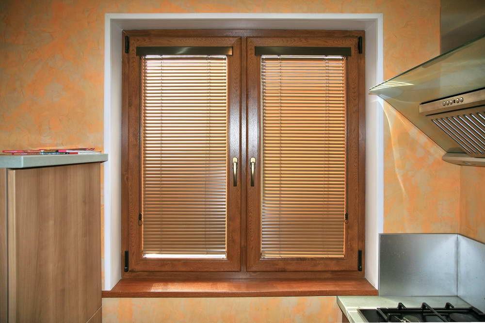 Ламинированное (цветное) окно в квартиру