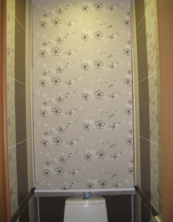 Рольштора (рулонная штора) на проёме в туалете. Установка рольшотор Ступино, Михнево, Домодедово, Кашира.