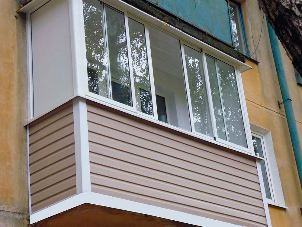 Остекление балкона раздвижными алюминиевыми окнами