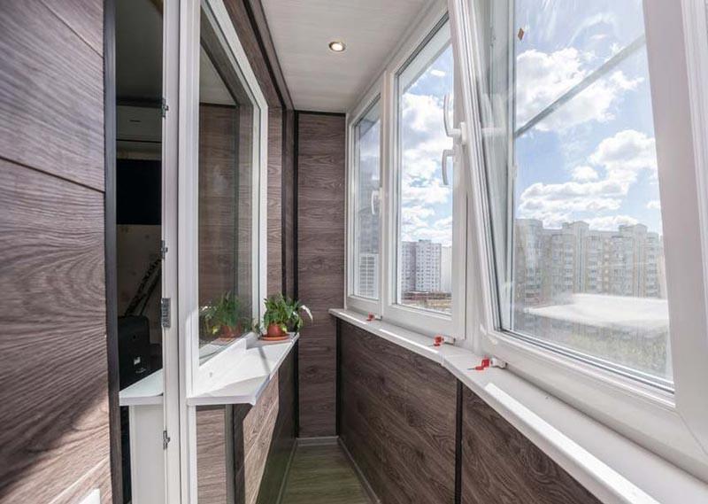 Отделка балкона внутри ламинатом