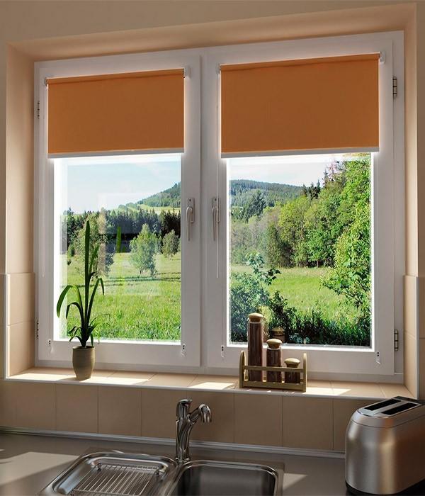 Рулонные шторы на створке окна без нправляющих